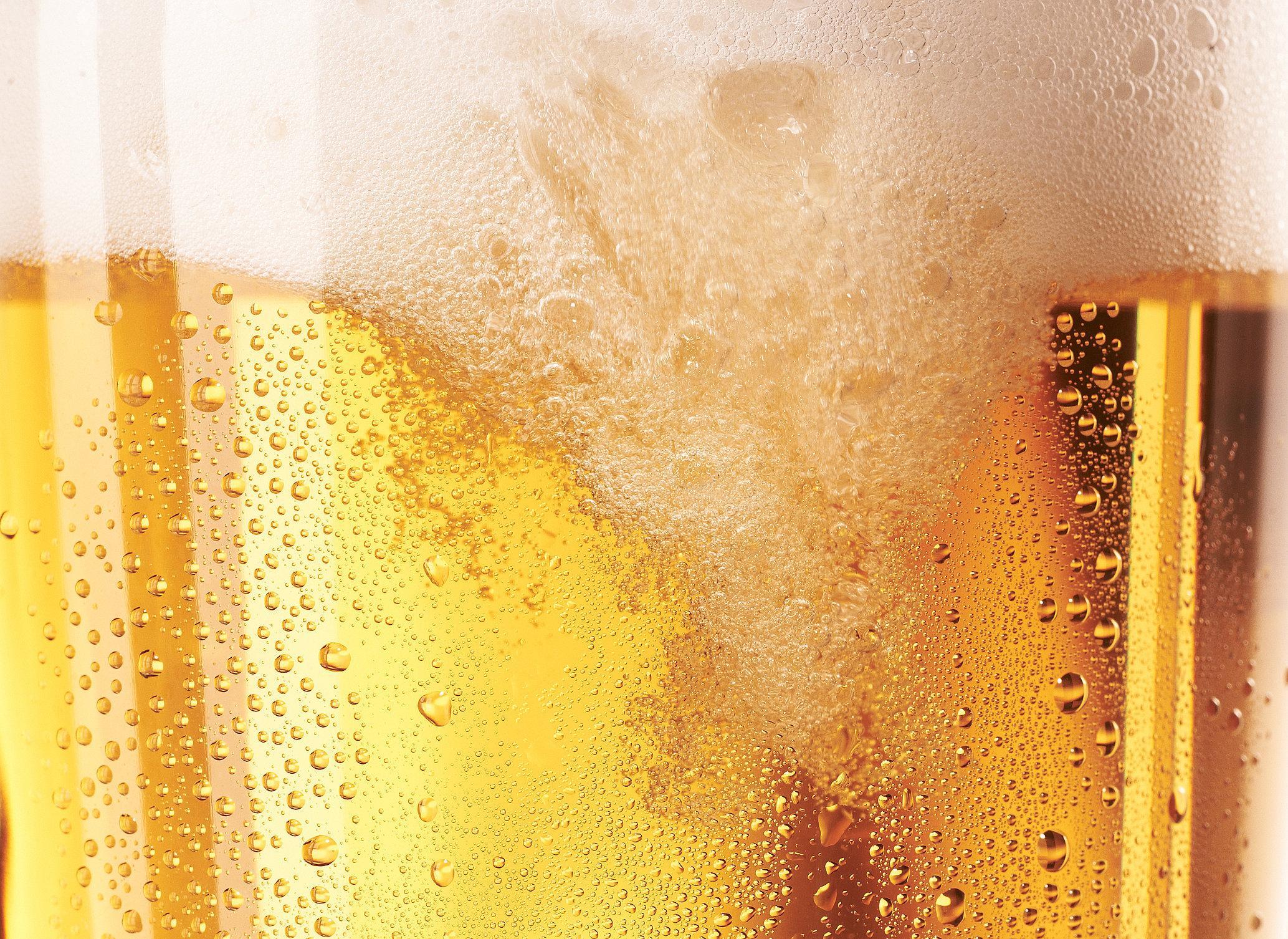 Bierschaum  im Glas in Nahaufnahme