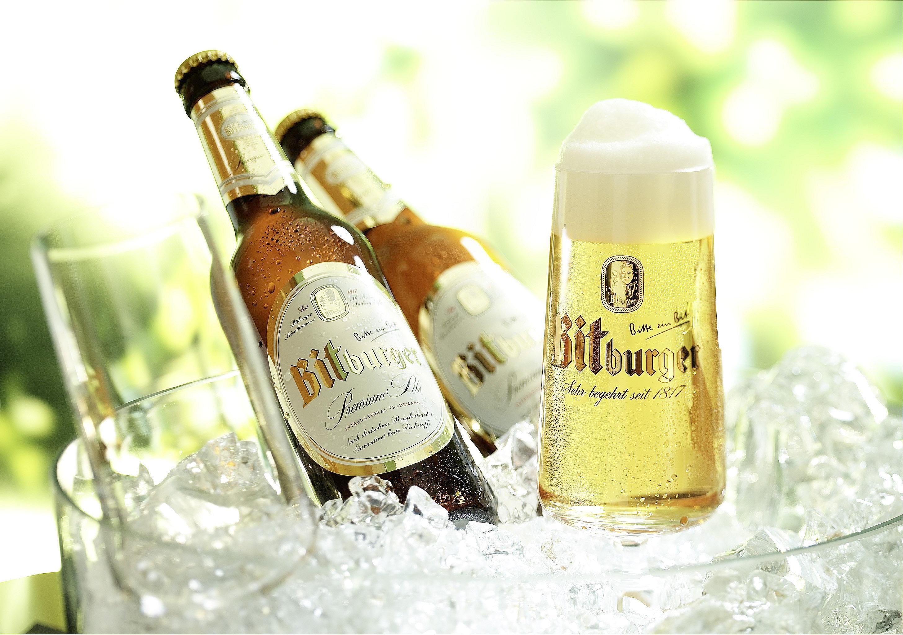 Bitburger Pilsglas im Eiskübel