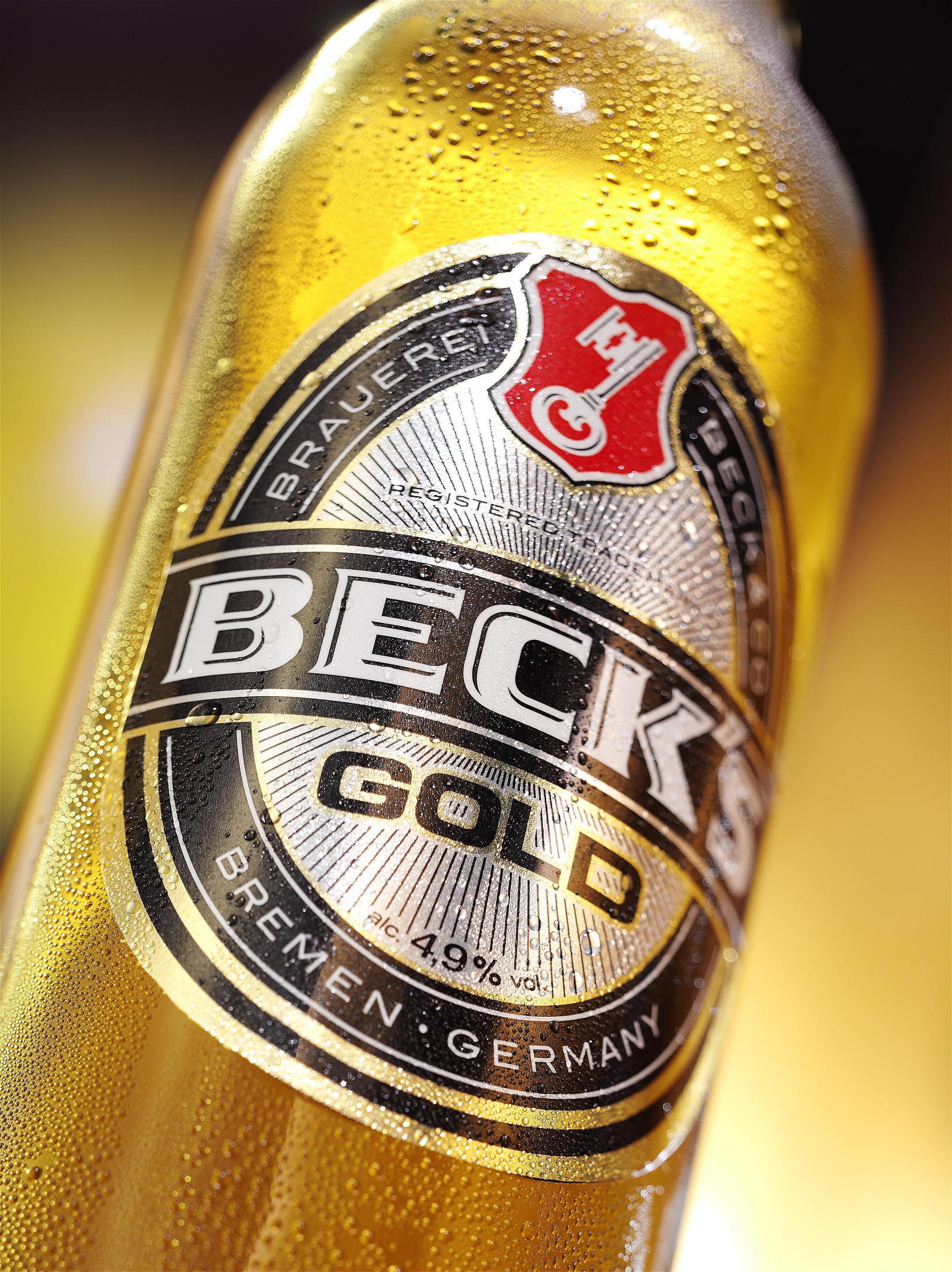 Bierflasche Becks Gold frisch Betaut