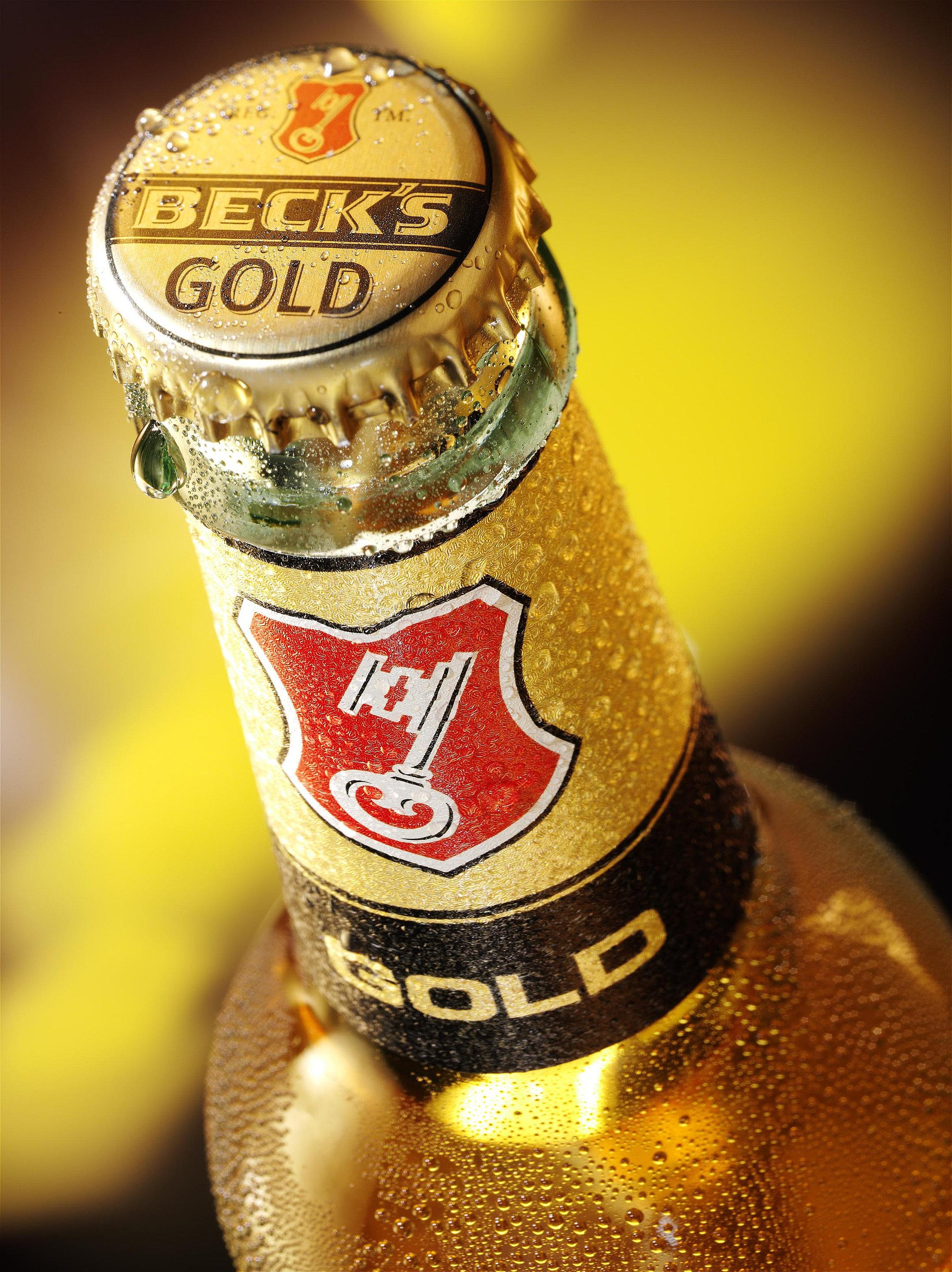 Halsetikett einer Becks Gold Flasche