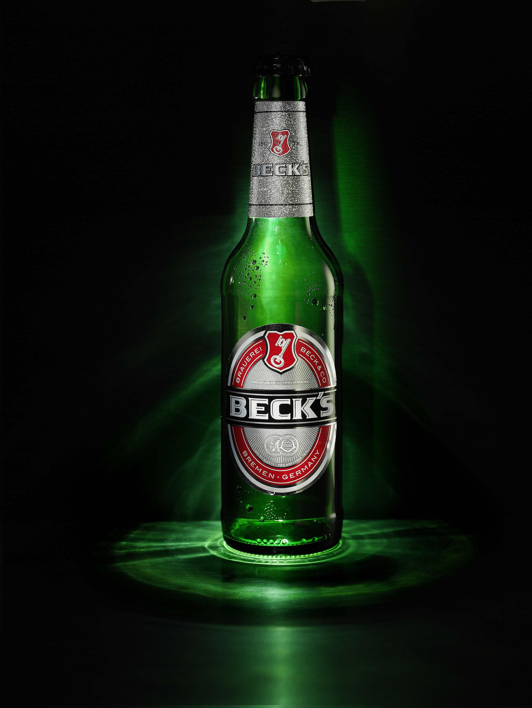 Leere Becks Pilsflasche mit Caplight als Kronkorken