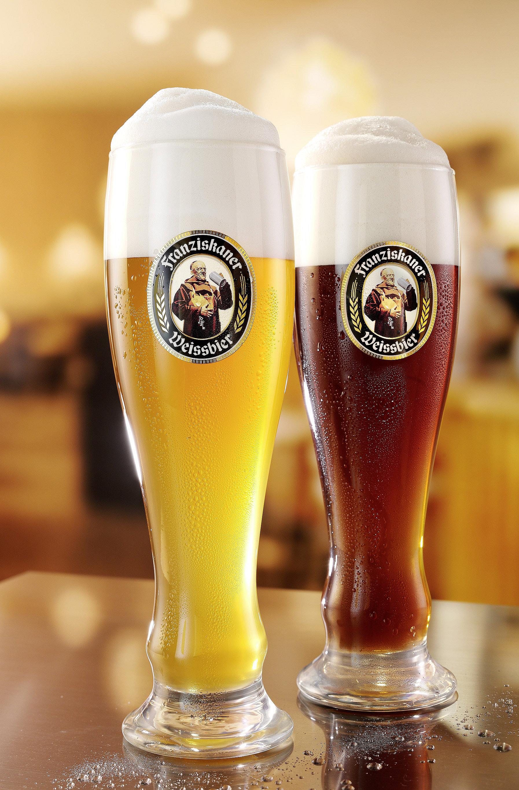 Franziskaner Biergläser in einer Kneipe
